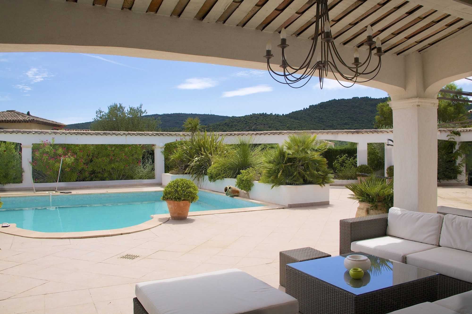 Sale french riviera jager immobilier for Prix d une piscine couverte
